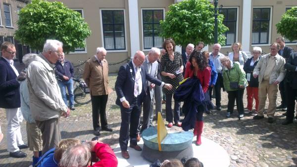Onthulling zonnewijzer Kampen